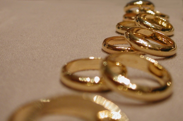 wedding-rings-1425585-639x421.jpg